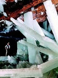 256px-Caveofcrystals
